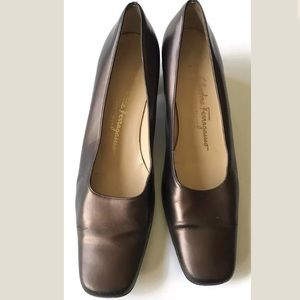 Salvatore Ferragamo Boutique Shoes 8.5 2A Bronze